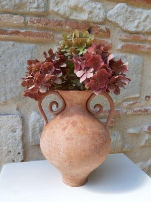 Vase en terracotta brute aux anses bien affirmées