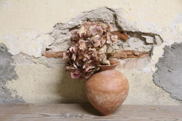 Petit Soliflore  et son hortensia séchée en terracotta brute