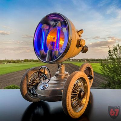 1960s Thermosol sunlamp, 1920s hot water bottle, stroller wheels, Mercedes star - Upcycling light object - Jürgen Klöck - 2020