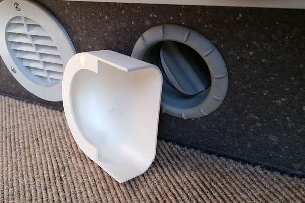 Heizungs-Luftauslass-Umlenkung: Falls die Warmluft in eine bestimmte Richtung soll (Wasserschutz im Bad; wenn's den Hund stört; wenn die Füße zu heiß werden).. ...