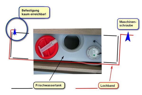 Wassertank Befestigung mit Lochband aus Blech