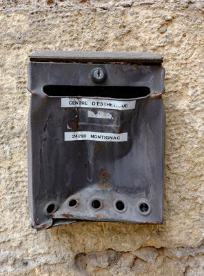 Briefkasten vom ZENTRUM DER ÄSTHETIK in Montignac