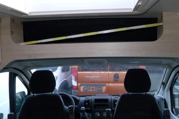 Stauraum über Fahrerhaus