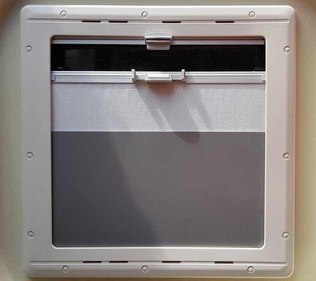 Rollo-Knickschutz (Version 2) zum Einstecken im Schlafbereich: 3mm Hartschaumplatte aus Baumarkt (superleicht, stabil, schnell einzusetzen und zu entfernen)