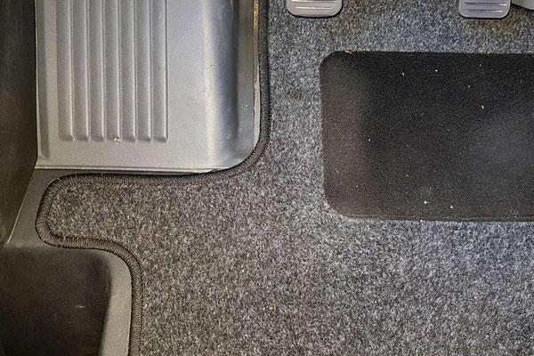 Der neue Fahrerhausteppich (Alpha Tex 2-1614-029-21-00 für 35,- €)  - passgenau und ...