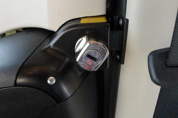 Abschließbare HeoSafe Zusatzschlösser für die Vordertüren