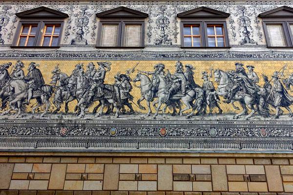 """""""Fürstenzug"""" auf der Wand des Stallhofs aus 23.000 Fliesen aus Meißner-Porzellan"""