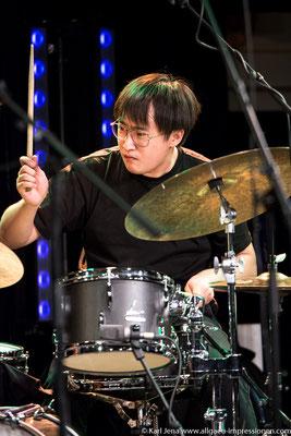 Zhitong Xu, Drummer des Anton Mangold Quartetts