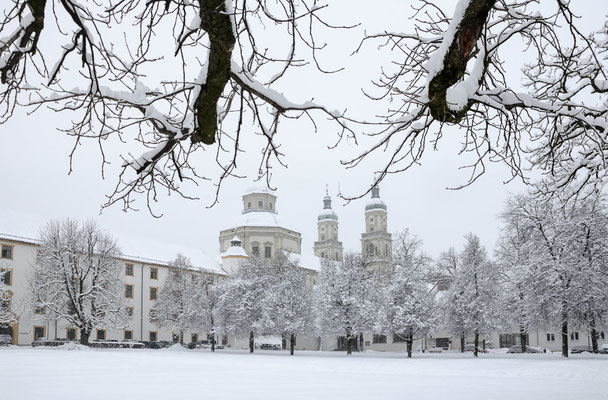 Kempten Hofgarten im Winter mit Basilika St. Lorenz