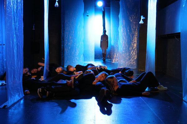 """Bestzeit"", Junge Akteure / Theater Bremen, Foto: Jörg Landsberg"
