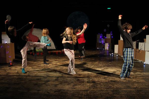 """""""Weisse Nacht"""", Theater Bremen / Schwankhalle / SOS Kinderdorf Zentrum, Foto: Jörg Landsberg"""