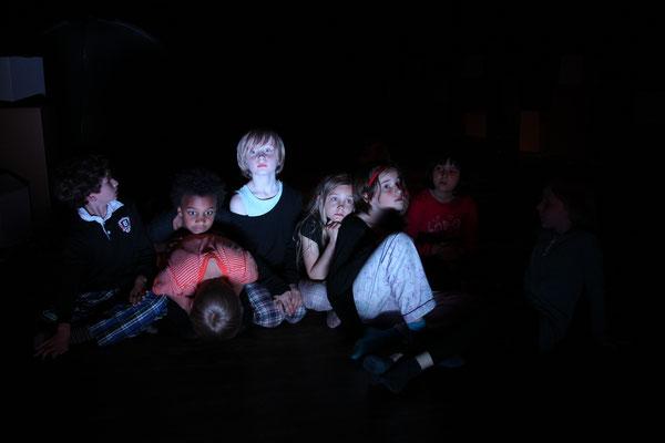 """""""Weisse Nacht"""", Theater Bremen / Schwankhalle, SOS Kinderdorf Zentrum, Foto: Jörg Landsberg"""