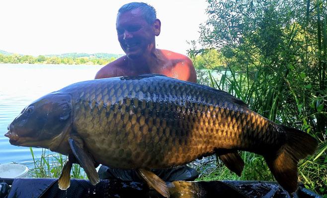 Walter Schmid mit einem 26,80kg Schuppenkarpfen