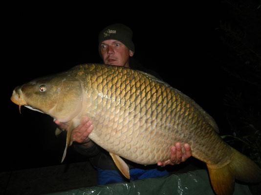 In der Nacht wurde dieser 18,30kg Schuppenkarpfen von Walter Schmid gefangen