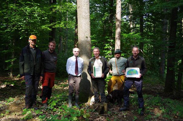 Der Preis geht an alle Förster und Mitarbeiter*innen des Forstbetriebes Blauwald.