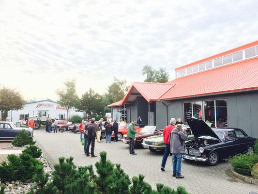 Die Fahrzeuge in Süderlügum vor dem Start bei din opticar