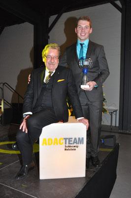Sportleiter Torsten Johne mit ADAC S-H Automobilsportler des Jahres 2015 Niklas Meisenzahl © Bild: fotome.tv