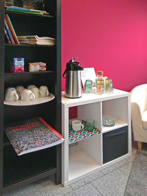 Teestation, Wasserstation, Zeitschriften