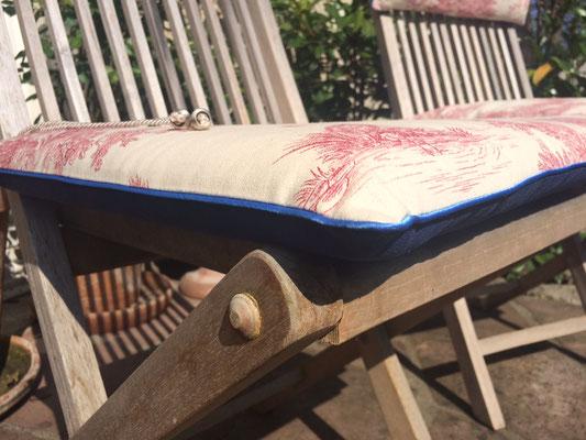 Sitzkissen Figo Toile de Jouy Stoff rot blau