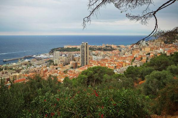 Die Stelle, an der Grace Kelly und Cary Grant zum Picknick halten. Heute wirkt der Blick auf Monaco verbaut.