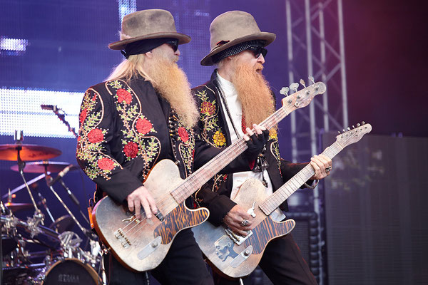 Billy Gibbons und Bassist Dusty Hill gewohnt synchron