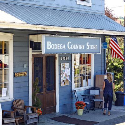 ...werden alle Touristenwünsche im nahe gelegenen Bodega County Store erfüllt.