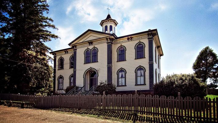 Das ehemalige Potter Schoolhouse (im Film Bodega Bay School) hat nur einen neuen Anstrich bekommen.