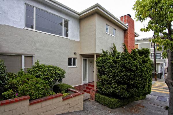 Das Haus von John 'Scottie' Ferguson (James Stewart) lag bis zu seiner Renovierung 2012  nahezu unverändert an der Lombard Street in San Francisco.