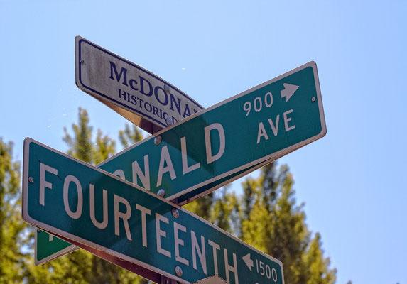 Der idyllische Historic District in Santa Rosa ist eine beliebte Adresse für Filmdrehs. Einige Häuser weiter wurden z.B. Szenen für Wes Cravens SCREAM (1996) gedreht.