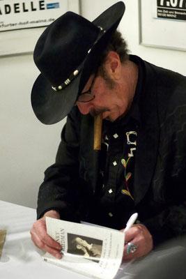Autogrammstunde mit dem Kinkster vor und nach dem Konzert