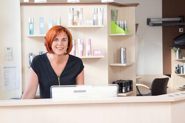 Barbara Leitner in ihrem Salon, Hairdesign Leitner in Krieglach