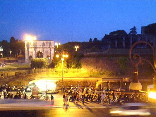 Arco di Costantino, vista panoramica uscendo da via del Cardello, Roma