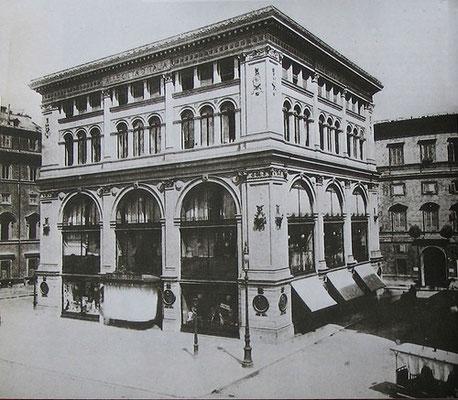 Storico palazzo che ha ospitato La Rinascente dal 1895 al 2005 - Via del Corso angolo Via del Tritone, Roma