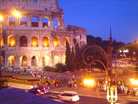 Il Colosseo, vista panoramica uscendo da via del Cardello, Roma