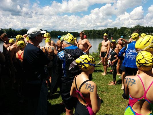 2.5km-Schwimmer bei der Einweisung
