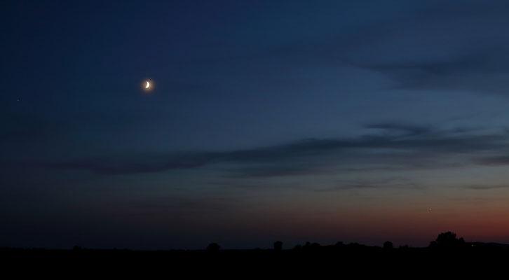 Jupiter , Mond und Venus in der Dämmerung