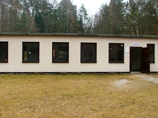 Das neue Schützenhaus. Sein Vorgänger, ein Blockhaus aus Holz, ist vor einigen Jahren Brandstiftern zum Opfer gefallen. April 2016