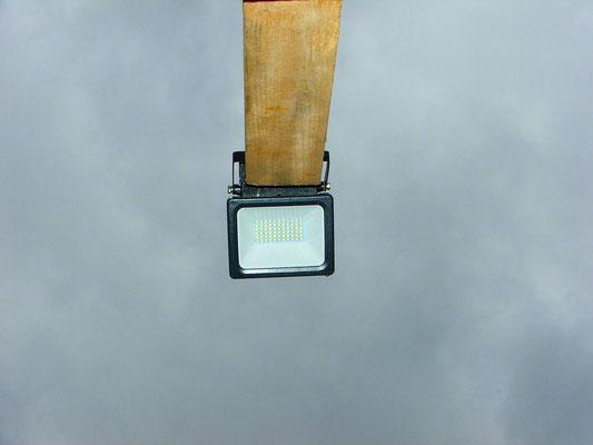 LED Strahler beleuchten bei Dunkelheit die Zielscheiben.