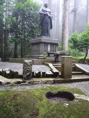 箱根権現の親鸞聖人像