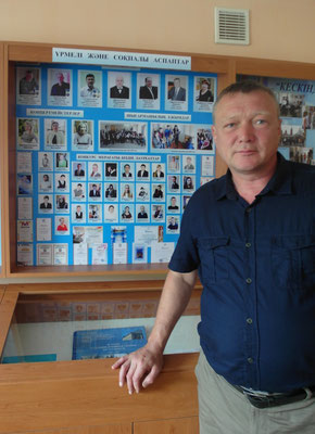 Заведующий отделения ДУИ Брюханов Г.В. у  музейной секции отделения
