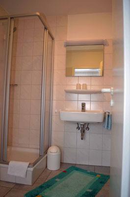 Dusche und Toilette zum DZ 2