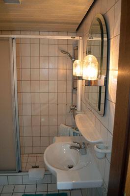 Dusche und Toilette zum DZ 1