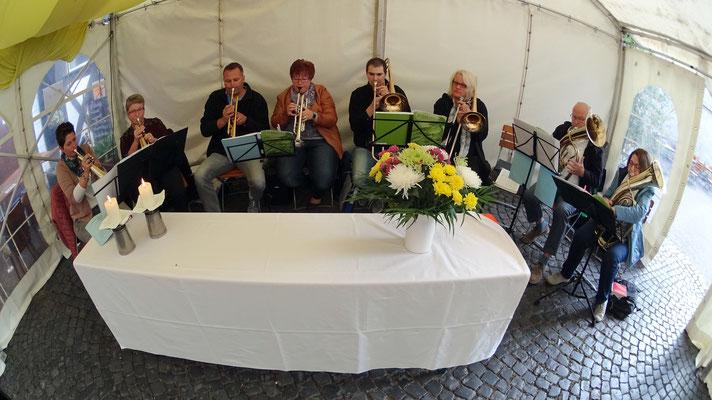 Morgends Zeltgottesdienst mit dem Posaunenchor Breitenbach