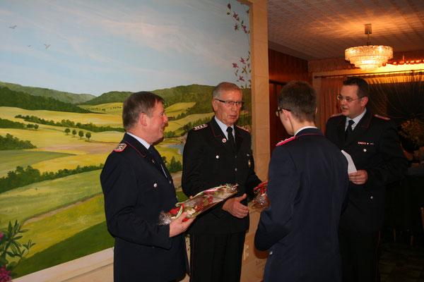 Geschenke Uwe Knoke und Hubertus Welzel