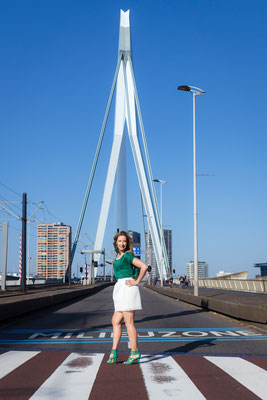 Fashion urban shoot in Rotterdam Erasmusbrug Wilhelminapier Noordereiland