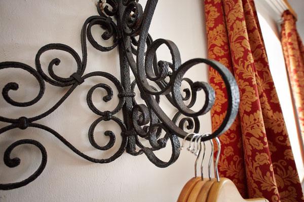 Detail Garderobenhalter in Zimmer 2