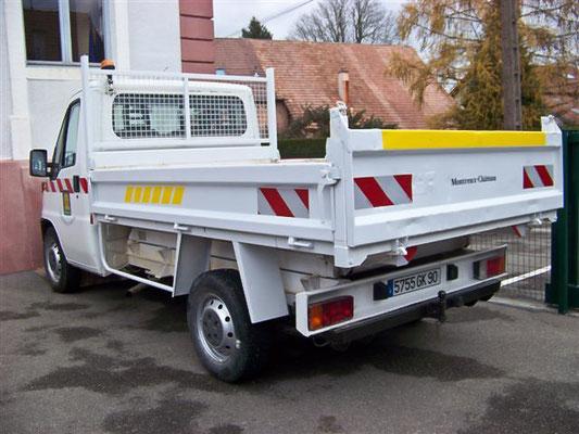 Novembre 2010 - Peugeot Boxer de la commune pour lequel nous avons réalisé quelques travaux de réhabilitation sur la benne.