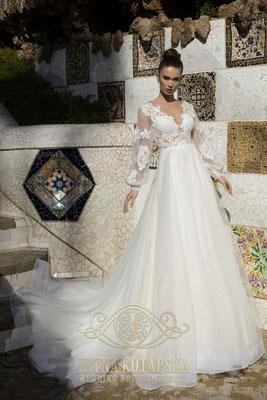 Brautkleid mit langen Ärmeln und Glitzertüll Iryna Kotapska Brautmoden Per Sempre