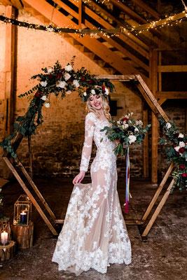 Brautkleid transparent mit Spitze