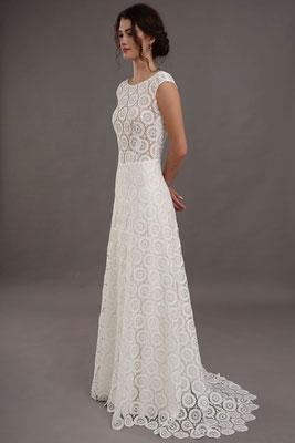 Brautkleid aus Spitze mit Blumen Lilurose Brautmoden Per Sempre